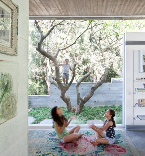 "Pitsou Kedem's house in Israel is influenced by its ""humble and timeless"" Modernist neighbours"