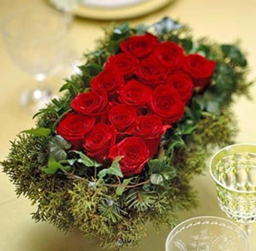17 mejores ideas sobre centros de mesa de rosas rojas en - Centros florales navidenos ...