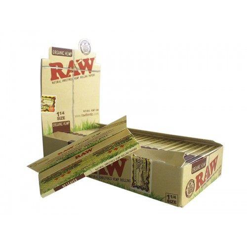 Tα οργανικά χαρτάκια Raw Organic 1 1/4 είναι 100% φυσικά. Κατασκευάζονται από χόρτο το οποίο έχει καλλιεργηθεί χωρίς χημικά. Δεν περιέχουν χλωρίνη ή κάποια άλλη χημική ουσία, ενώ καίγονται εξαιρετικά αργά. Κάθε τεμάχιο περιέχει 32 χαρτάκια στριφτού.