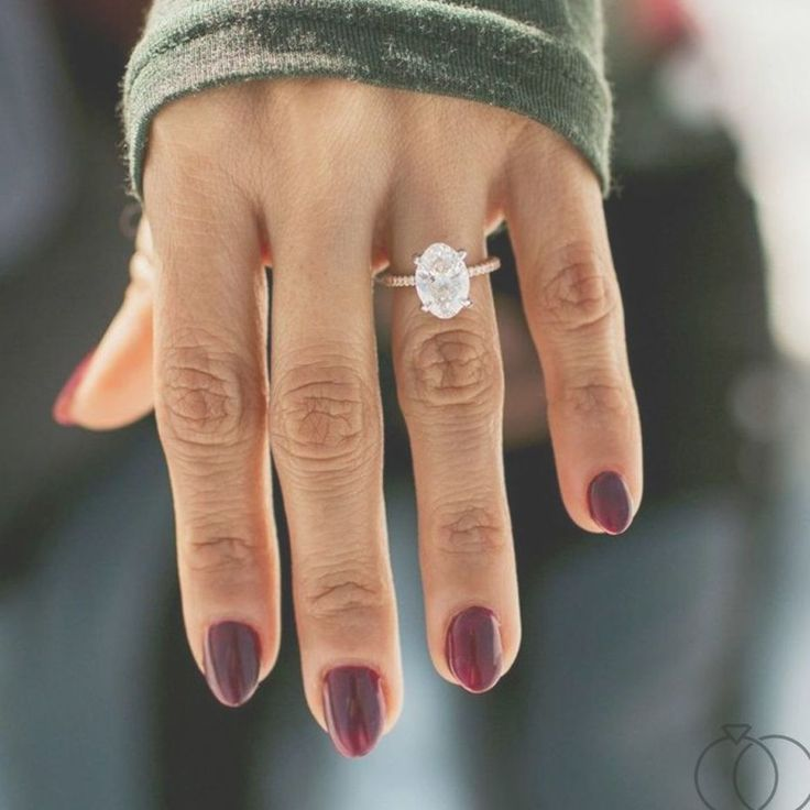 Descubra el símbolo perfecto del amor con un anillo de compromiso ovalado de diamantes de …   – wedding rings