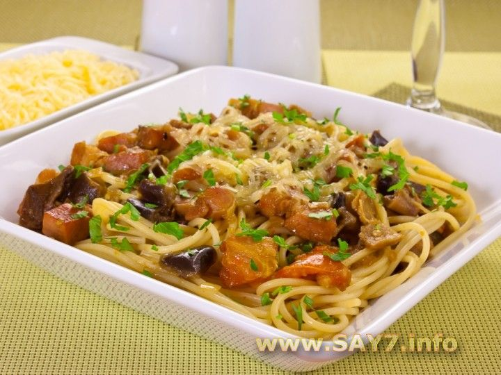 Спагетти с баклажанами, белыми грибами и грудинкой