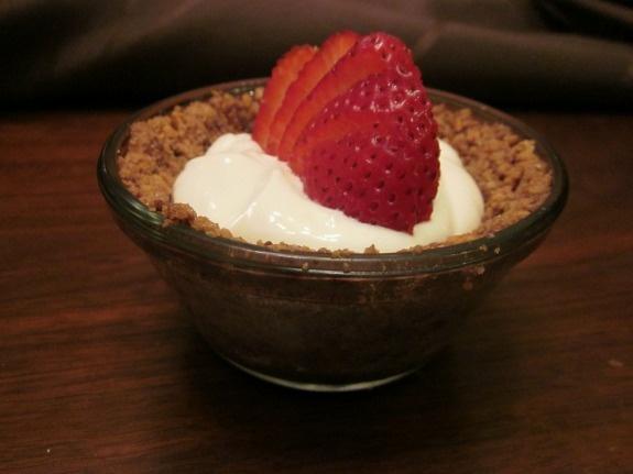 Strawberry Greek Yogurt Icebox Pie | Individual Pies, Icebox Pie and ...