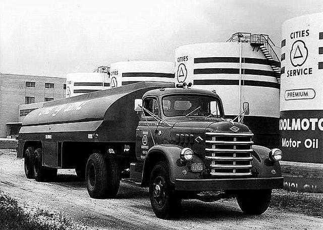1951 Diamond T 720