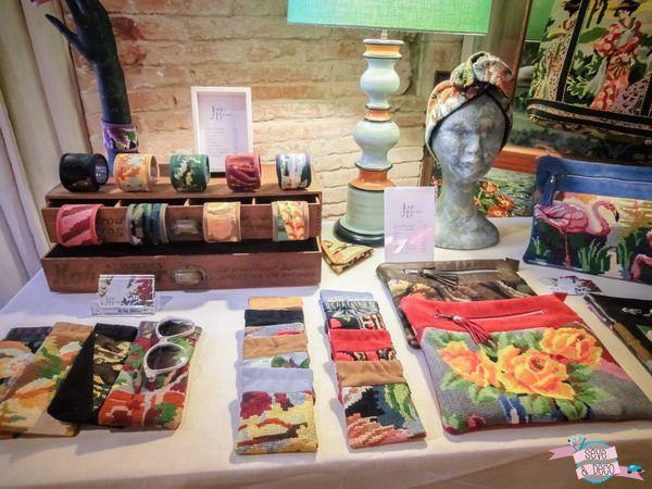 Josie la baronne au marché the wolf cheap market (créatrices & créateurs) - déc 2013 à Toulouse. #diy #deco #bijoux #toulouse #coussin #vaisselle #mug #children #doudou #sautoir #clothes #vintage #objetsdeco #handmade #lhirondelle #nachjewellery #makadampoppins #luciesaintleu #mllehypolite #everaspberry #crokette #paon #badges #bagues #joannegrimonprez #aimssie #owoshoes #thewolfcheapmarket #market #markettoulouse #nomadicrewery #josielabaronne