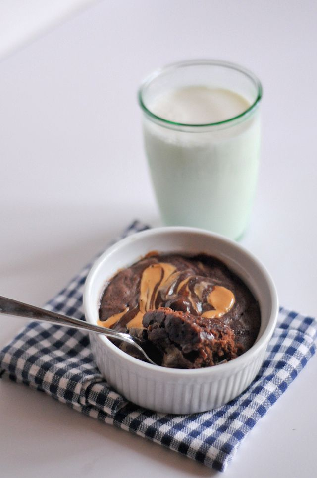 Peanut Butter Swirl Brownie in a Mug || HeathersDish.com  (makes one serving but you can easily double for two)
