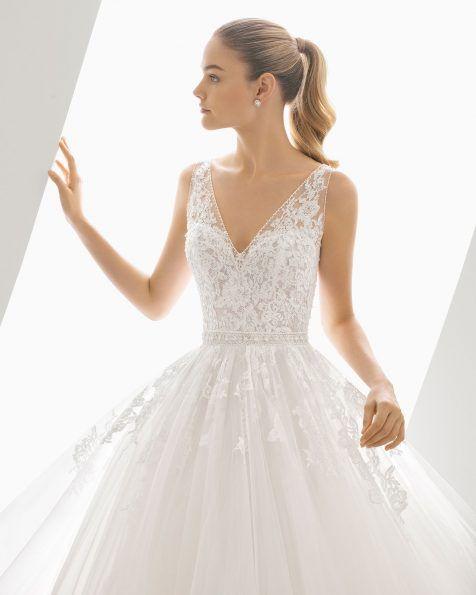vestido de novia estilo princesa de tul con aplicaciones de encaje y