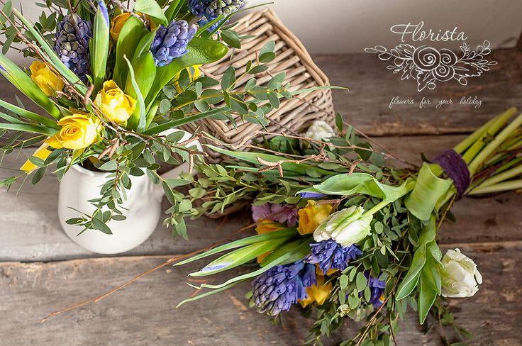 весенние букеты с тюльпанами, гиацинтами, ветками