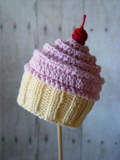 Looks good enough to eat, right? I think so. First I created this cupcake with a crocheted top and a knitted bottom – then decided I'd include an all crochet version for those who don't knit or would prefer it. This hat is loads of fun to make – I'm guessing you won't be able to make just one!