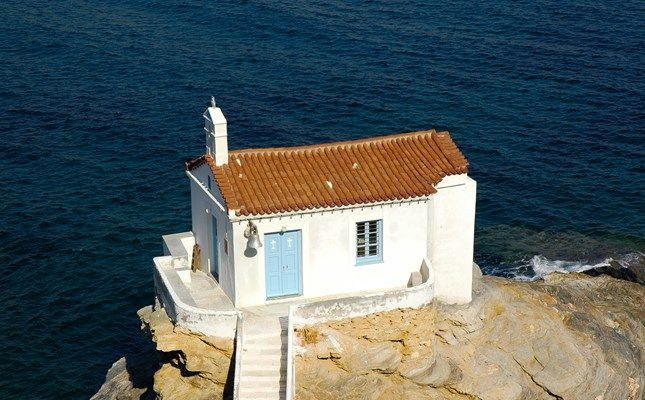 Το εκκλησάκι της Παναγίας της Θαλασσινής #andros #island #greece #travel http://diakopes.in.gr/trip-ideas/article/?aid=209717