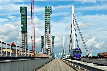 Google Afbeeldingen resultaat voor http://www.evo.nl/site/start-renovatie-brug-waal-ewijk/%24FILE/Start%2520renovatie%2520brug%2520over%2520de%2520Waal%2520bij%2520Ewijk%2520450x300.jpg
