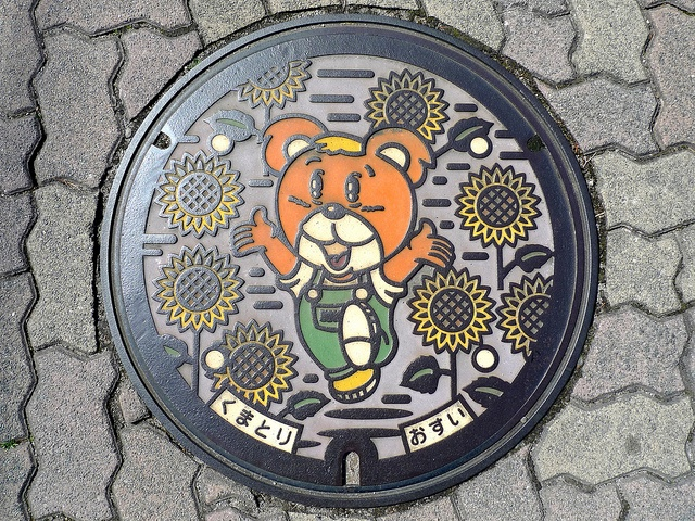 art design | street art | manhole cover | japan | kumatori osaka