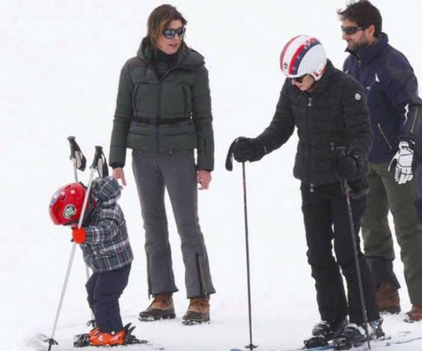 Princess Caroline had a holiday at Zürs ski center of Austria with her daughter Charlotte Casiraghi and grandson Raphael Elmaleh.