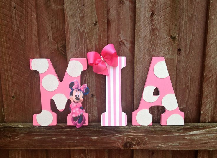 24 best minnie mouse letters images on pinterest mice for Decoration chambre minnie