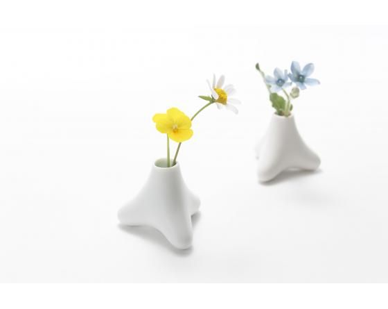 Tetra flower vase - Small vase for wild flowers. Flower vase shaped like tetrapods - designed by Sayaka Urabe