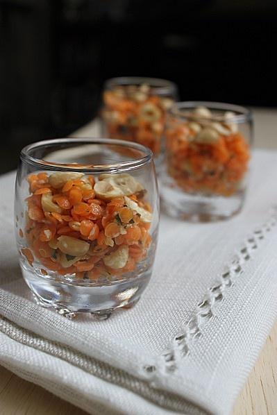 Verrine de lentilles corail à la noisette et à la coriandre (vegan) http://www.lacuisinedannaetolivia.com/article-verrine-de-lentilles-corail-a-la-noisette-et-a-la-coriandre-vegan-115022561.html