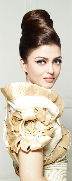 Aishwarya Rai Bachchan, Beautiful, Indian, Awesome Hair Style, Awesome Outfit, Nice Women Apparels