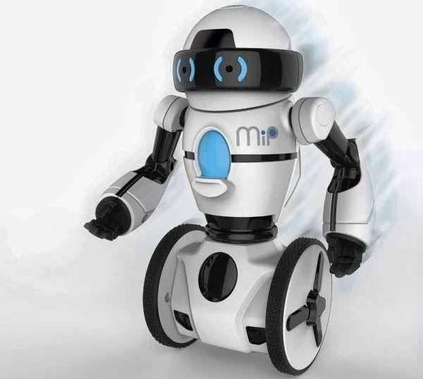 El robot MiP de WowWee mantiene el equilibrio sobre dos ruedas