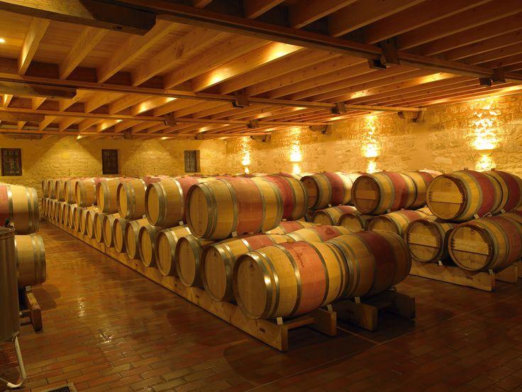 Venez découvrir le chai du château Grand Corbin Manuel en réservant votre visite sur Wine Tour Booking