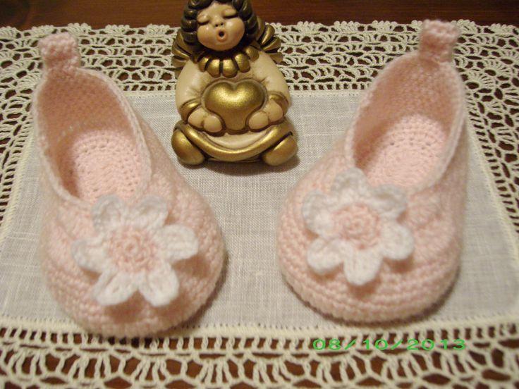 scarpine baby ballerina rosa con fiore bianco in lana all'uncinetto euro 15.00