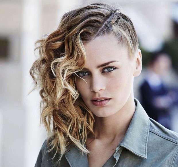 Ben noto Oltre 25 fantastiche idee su Acconciature capelli ricci di lato su  YC91