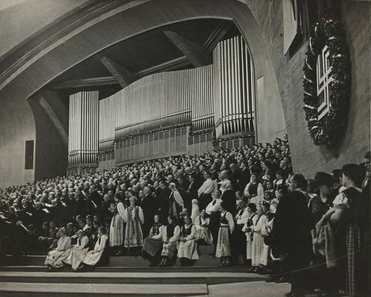 28 lipca 1937 , Hala Stulecia - uroczystość otwarcia XII Święta Niemieckiego Związku Śpiewaczego.