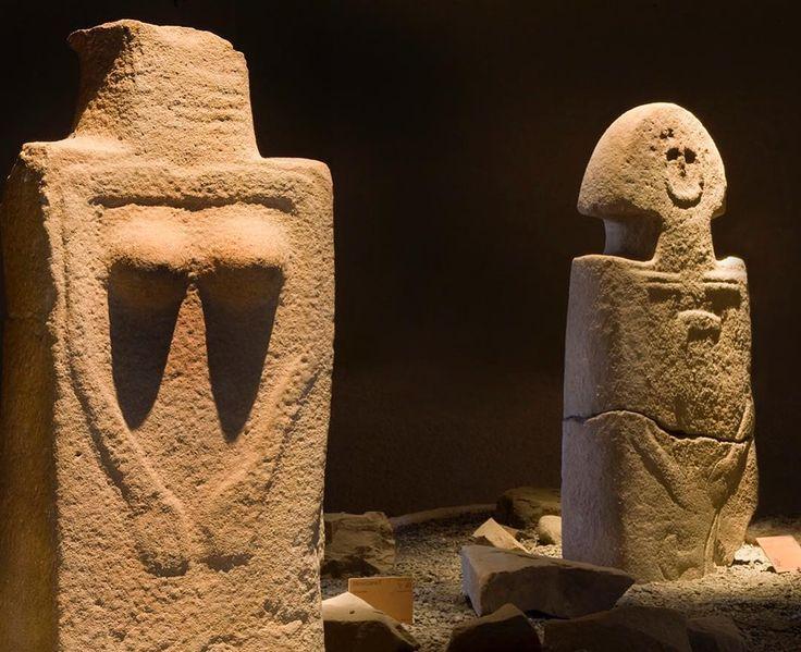 Statue-stele in arenaria della Lunigiana, realizzate dal IV millennio al VI secolo a.C. Pontremoli Museo delle Statue Stele Lunigianesi A. C. Ambrosi #body #arthistory