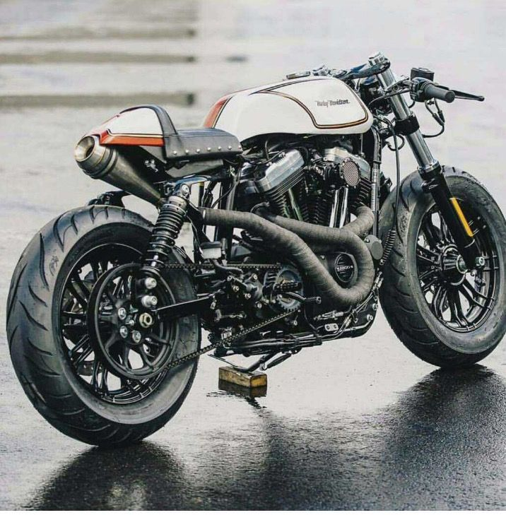 Harley Davidson cafe racer