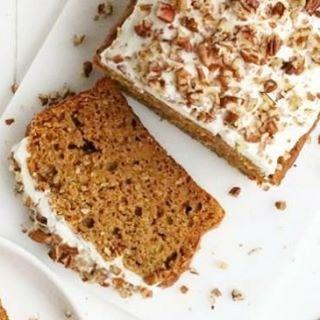 Woohoo, het is weekend! Tijd om iets lekkers te bakken. Ik ga voor deze gezonde pompoencake van @jenniferkrijnen Reageer hieronder als jij dit recept wilt! Wat voor leuks heb jij op de planning en wat voor lekkers ga jij maken? Liefs, Marleen #pompoencake #healthybaking #foodilove