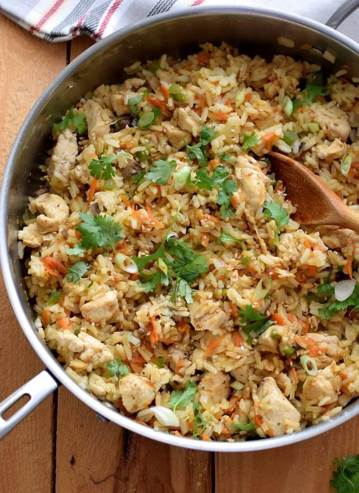El arroz con pollo es un clásico de la comida casera por ser abundante, económico y fácil de preparar, perfecto para una comida saludable y de aprovechamiento Pinterest ;) | https://pinterest.com/cocinadosiemp