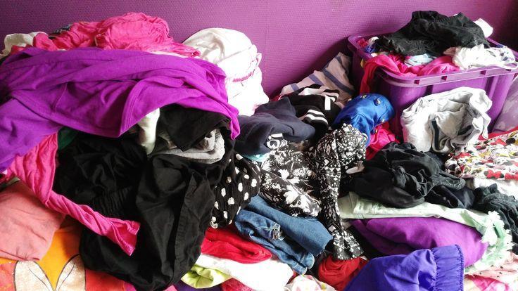 In 5 stappen een overzichtelijke, betrouwbare garderobe  Vorige week hadden we ons eerste warme weekend van het jaar, waardoor ik me enorm verheugde op het voorjaar. Het was voor mij in ieder geval de aanleiding om mijn kledingkast op te ruimen.  Het opruimen van je kledingkast kan een aardige klus zijn, wil je …
