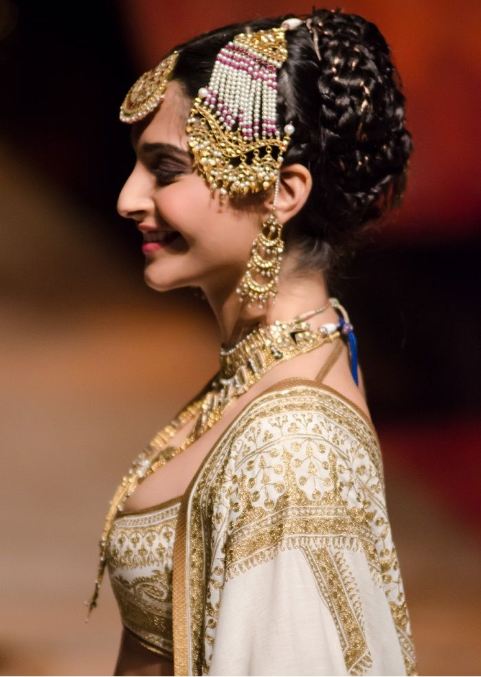 jhumar-Rohit-Bal-for-Aamby-Valley-India-Bridal-Fashion-Week