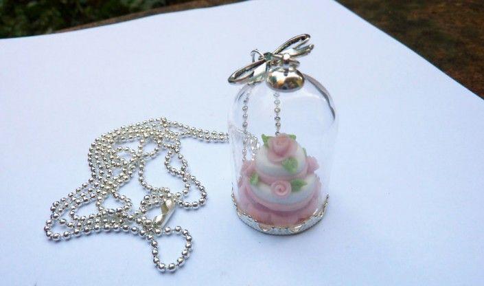 Pendant with #cake and #pink #roses in #polymer #clay #handmade - ciondolo con cupola di vetro con torta rosa con rose in fimo fatto a mano