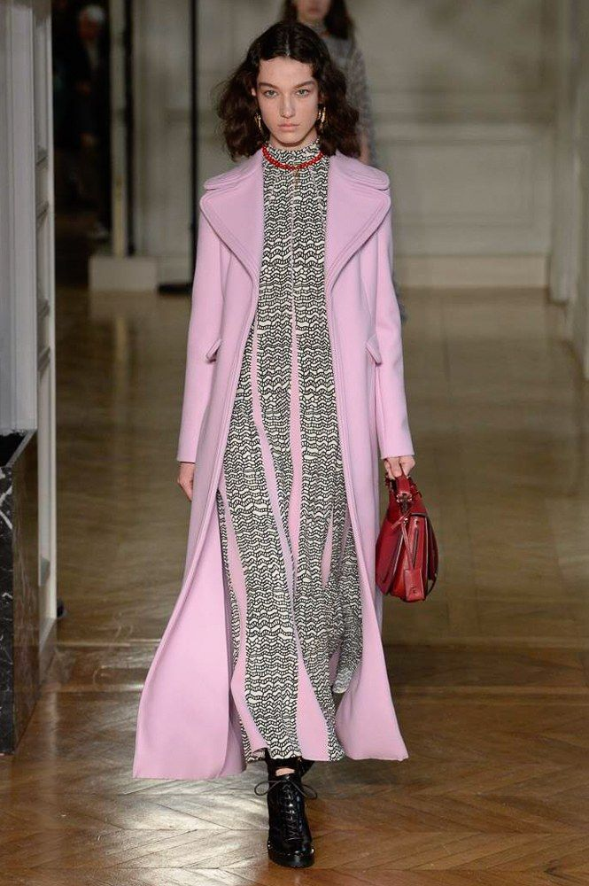 http://www.vogue.com/fashion-shows/fall-2017-ready-to-wear/valentino/slideshow/collection