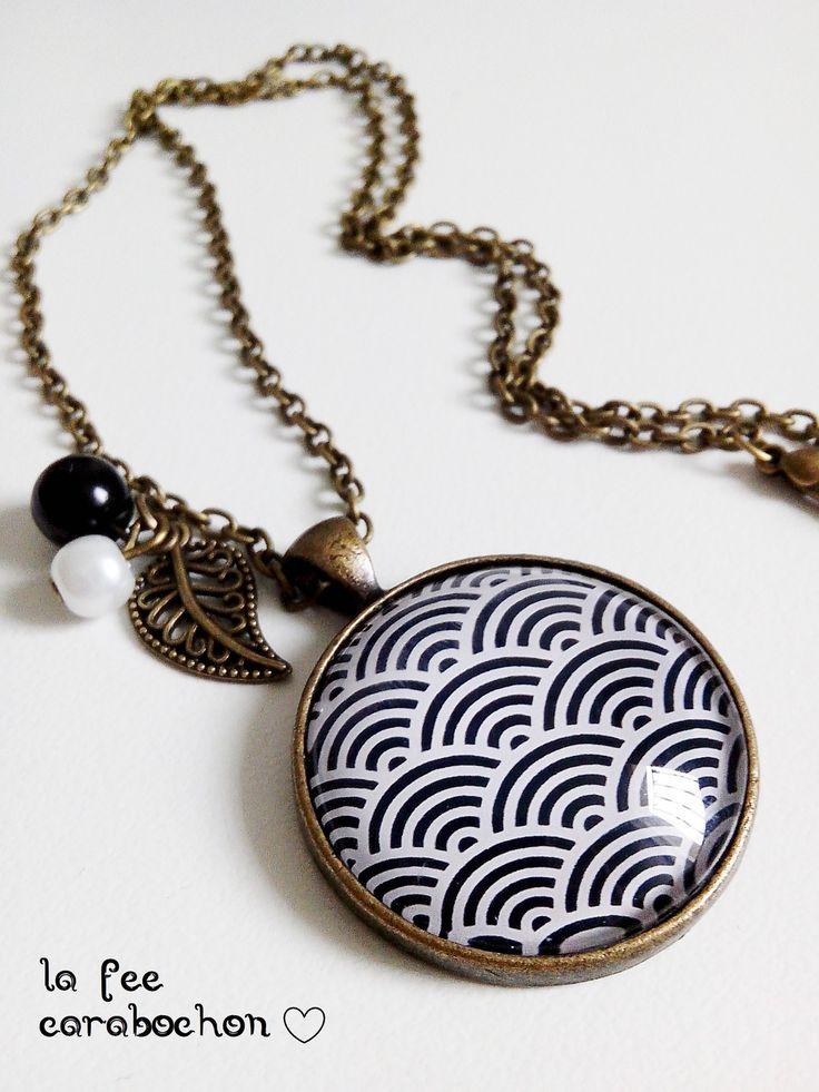 collier mi-long * vagues japonaises* géométrie eventail noir blanc japon retro, cabochon verre : Collier par la-fee-carabochon