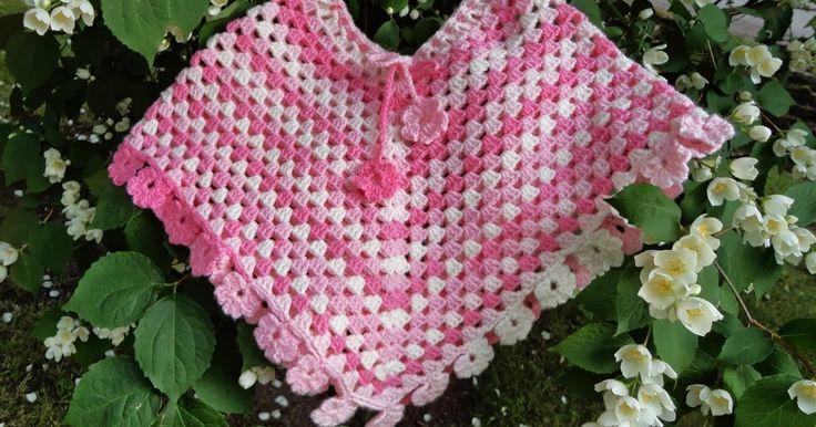 Klart att små prinsessor ska ha en rosa poncho med blommor på! Garnet heter Magic Baby, består av 100%...