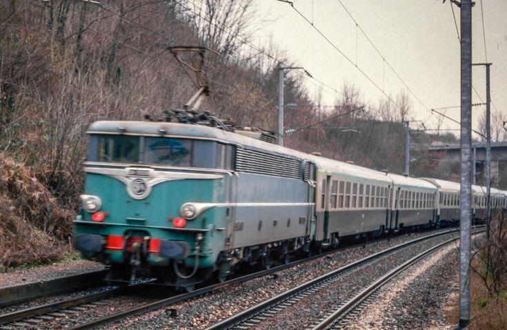 E5711 Lyon - Grenoble à St Jean de Moirans   par rce038