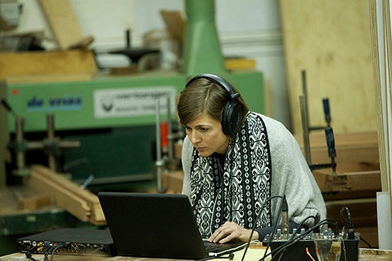Sharon Stewart maakt de sound-scapes van de verhalen van de sprekers