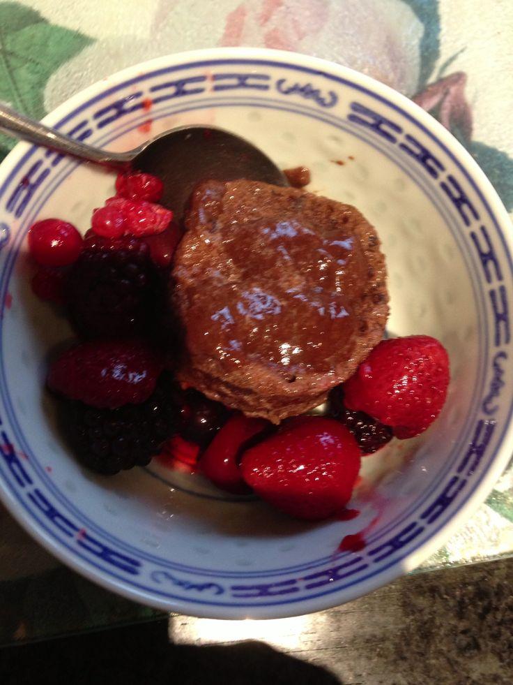 #slimming world chocolate mug cake.    1 egg, 1 tbs cocoa powder, 1 tsp vanilla essence, 2 tbs sweetener mix v well then pop in microwave 50 sec to 1 min