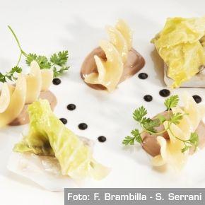 Merluzzo al nero, verza e foie gras - Chef Enrico Crippa