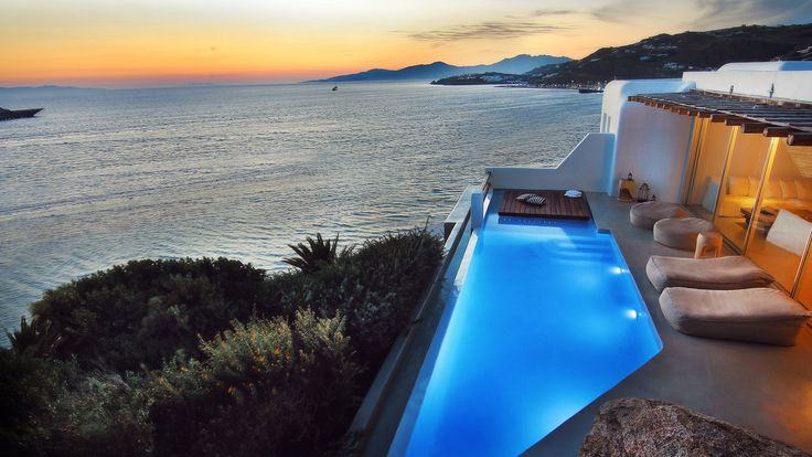 CAVOTAGOO in Mykonos Town. The ultimate choice for a cosmopolitan luxury suites hotel.