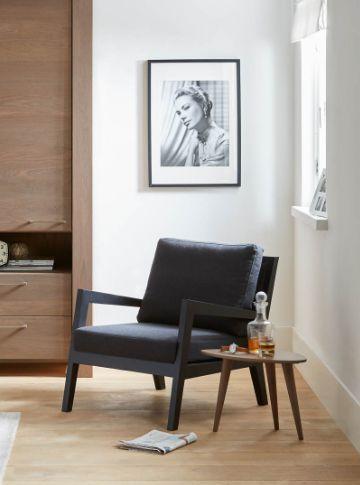 Black is boring? Goossens fauteuil Lunea bewijst het tegendeel! Strak Scandinavisch design in een zwart jasje. // Goossens @ Villa ArenA