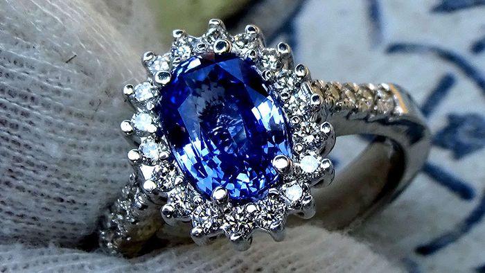 I love Saffire and Diamonds! I don't love those expensive jewelery not often but i felt in love with this one!! Sas 2,45 niet verhitte natuurlijk blauwe saffier en diamant ring in 18 kt goud, GIA gecertificeerd, GEEN reserveprijs