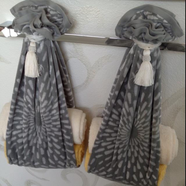 Best 25 Folding Bath Towels Ideas On Pinterest Folding Bathroom Towels Bath Towel Decor And