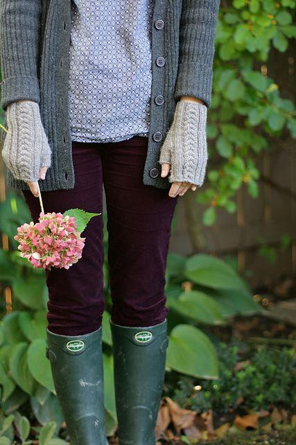 plum cords postscriptlove's sweet fern mitts, pattern by clara parks, via ravelry