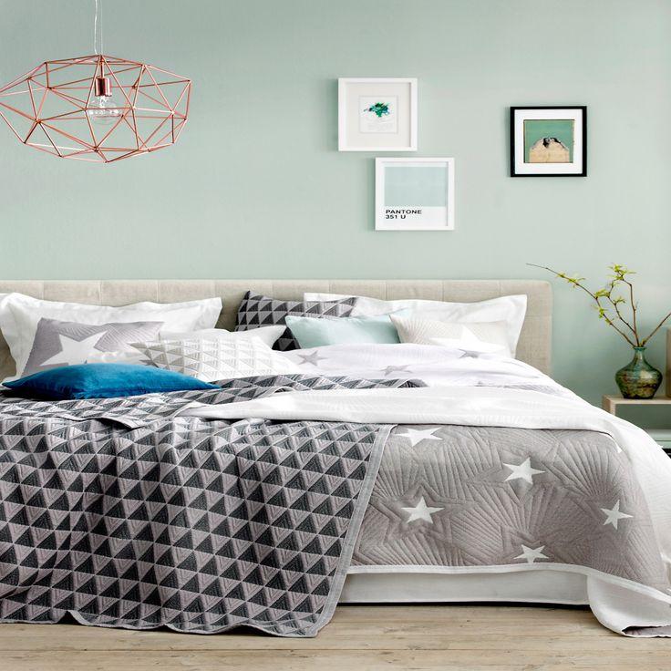 Best 25+ Coral Bedroom Decor Ideas On Pinterest