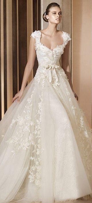 Elie by Elie Saab Bridal///No hay vestido de Elie Saab que no quiera tener!!Parece la princesa de cuenta de hada :)