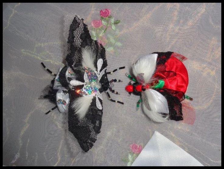 Brosa satin alb negru dantela cadou insecta margele cristale