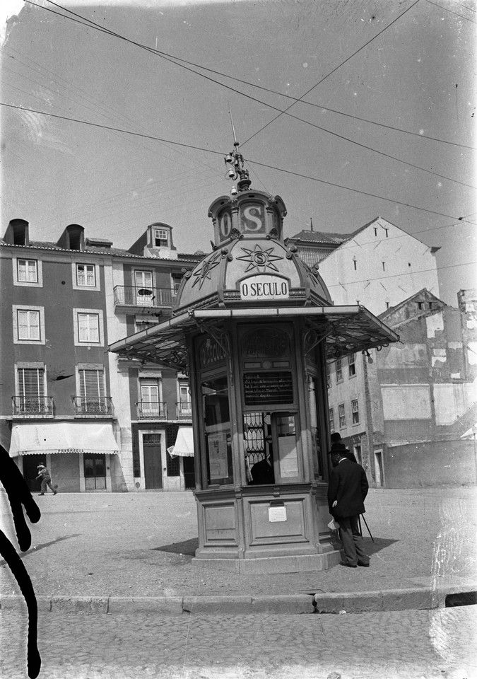 Quiosque do Largo do Rato, pós 1917, foto de Joshua Benoliel, in a.f. C.M.L.