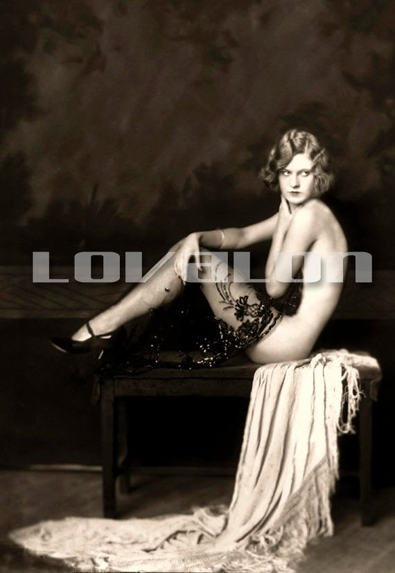 best images about Vintage Glamour Shots   on Pinterest     The models in pin up shots illustrate glamour  They transform the boudoir  photography into the concept of art  The pin up photos are not about the  vulgarity