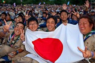 Japanska-scouter-med-japansk-flagga-pa-WSJ2011-428x286px